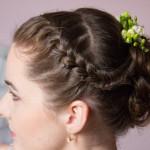 Stylizacja włosów dla druhny Joanny - przedni warkocz dobierany przechodzący z kłos.